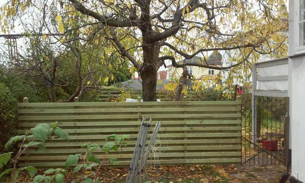 100 år gammel låge gemt fra villaens opførelse er implementeret i det nye hegn